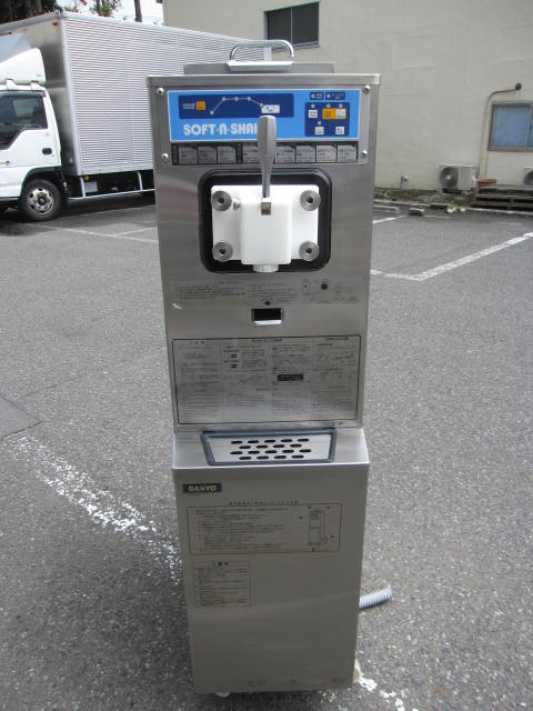 SSF M202P 東京 にて 厨房機器 サンヨー ソフトクリームマシーン SSF M202Pを買取いたしました。