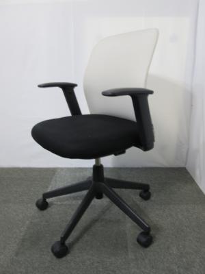 CRS G1100 愛知にて、オフィス家具 コクヨ 肘付きアガタDチェア ホワイト/ブラックを買い取りいたしました。