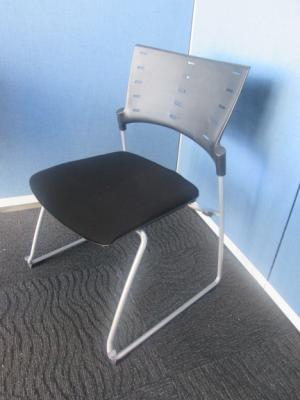KLC 330CB T1T1 愛知にて、オフィス家具 イトーキ マノスチェア ブラックを買取いたしました。