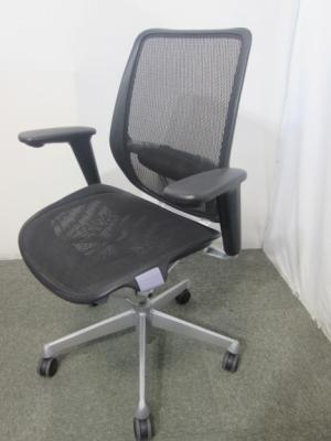 1252F 愛知にて、オフィス家具 LION 肘付きレビフチェアを買取いたしました。